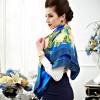 Châle en soie premium édition fleurie - bleu